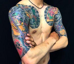 縁起物尽くし・打ち出の小槌・軍配・達磨の刺青、和彫り(Japanese Tattoo・タトゥー)の画像