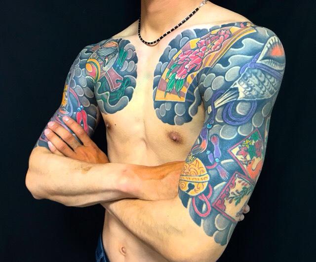 縁起物尽くし・扇子・法螺貝・鈴・猪鹿蝶の刺青、和彫り(Japanese Tattoo・タトゥー)の画像