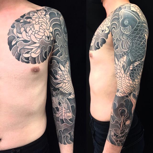 登り鯉・金魚・菊・般若※カバーアップの刺青、和彫り(Japanese Tattoo・タトゥー)の画像