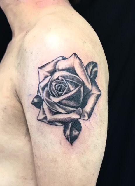 薔薇のワンポイントTattoo(タトゥー)の画像