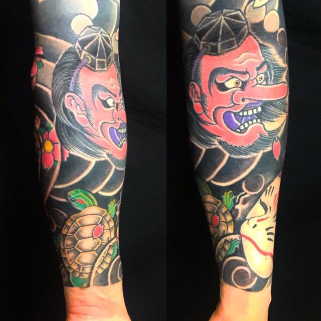 天狗・亀・狐面・桜花・控え長袖の刺青、和彫り(Japanese Tattoo・タトゥー)の画像