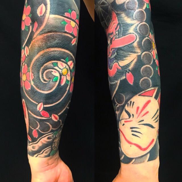 天狗・狐面・亀・桜花・控え長袖の刺青、和彫り(Japanese Tattoo・タトゥー)の画像