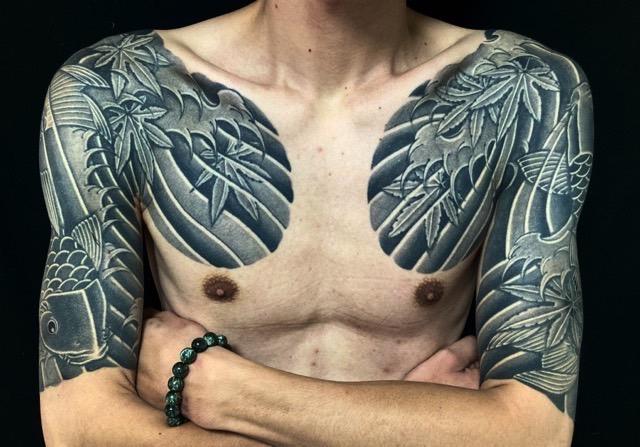 登り鯉・下り鯉・紅葉散らしの刺青、和彫り(Japanese Tattoo・タトゥー)の画像
