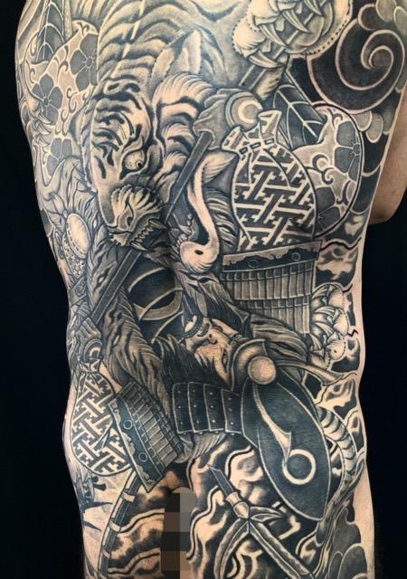 猛虎と加藤清正・3本脚のカエルの刺青、和彫り(Japanese Tattoo・タトゥー)の画像