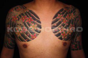 登龍門、下り鯉、桜花散らしの刺青、和彫り(Japanese Tattoo)画像