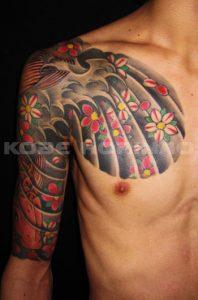 下り鯉と桜花散らしの刺青、和彫り(Japanese Tattoo)画像