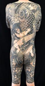金太郎の抱き鯉・三本足のカエル・百合の刺青、和彫り(Japanese Tattoo)の画像です。