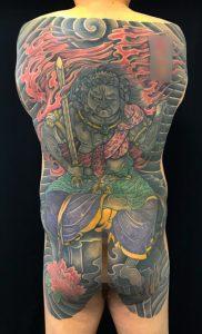 不動明王と迦楼羅炎の刺青、和彫り(Japanese Tattoo)画像です。