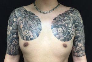 阿吽の蛇・牡丹の刺青、和彫り(Japanese Tattoo)の画像です。