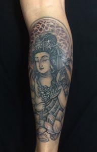 聖観音・蓮の刺青、和彫り(Japanese Tattoo)の画像です。
